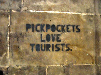 barcelona_pickpockets_love_tourists